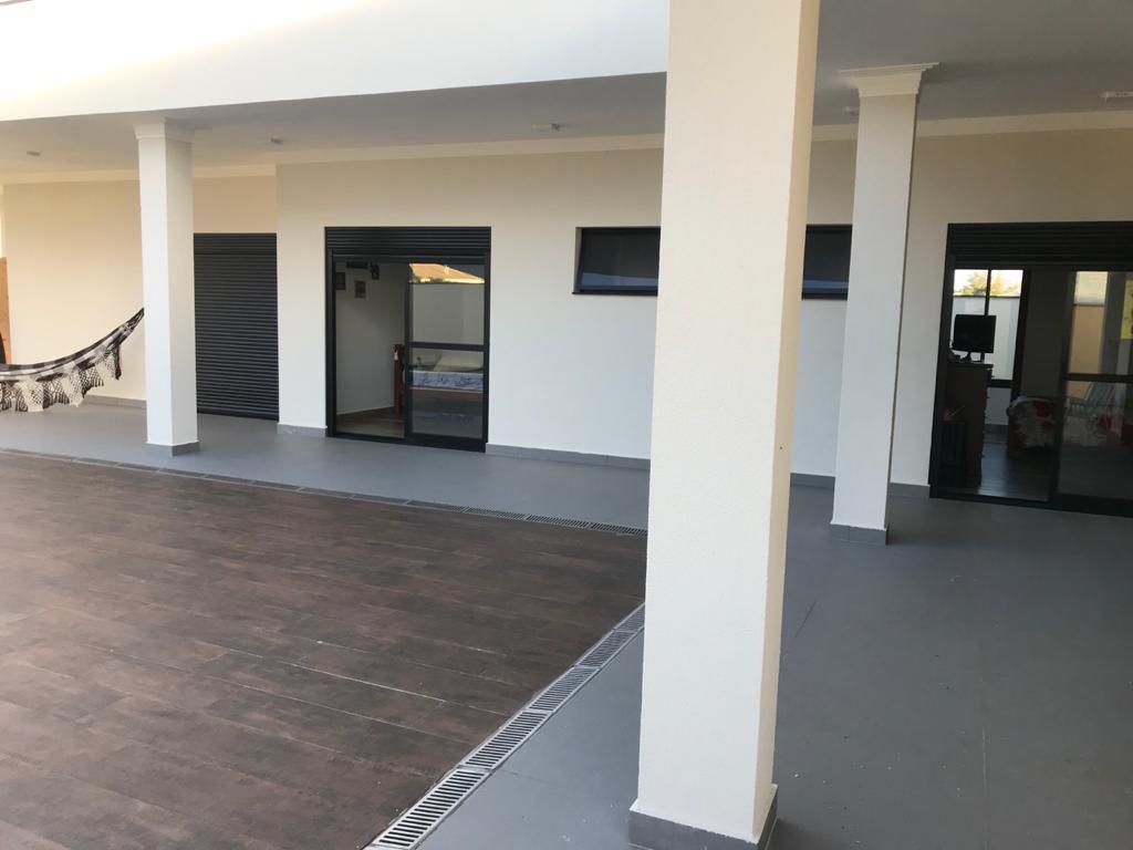 Casa Térrea com 3 suítes voltadas para piscina em Evidence Araçoiaba